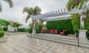 30_community-patio_701 S Olive Avenue_Tw