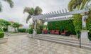18_community-patio_701 S Olive Avenue_Tw