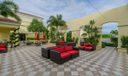 23_community-courtyard_701 S Olive Avenu