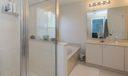 08_master-bathroom_9114 Villa Palma Lane