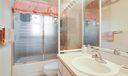 10_bathroom2