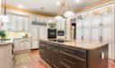 Kitchen w/center island seating