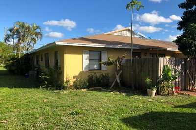 4573 Barclay Crescent 1