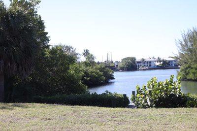 206 E Riverside Drive 1