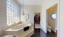 08_Bathroom (5)