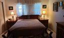 VR 306 Master bed