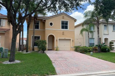 4377 Lake Lucerne Circle 1