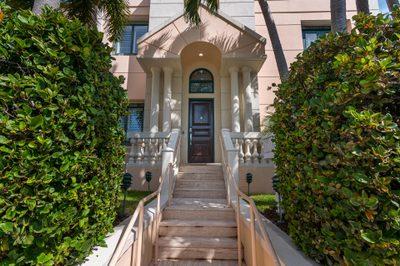 301 Everglade Avenue #10 1