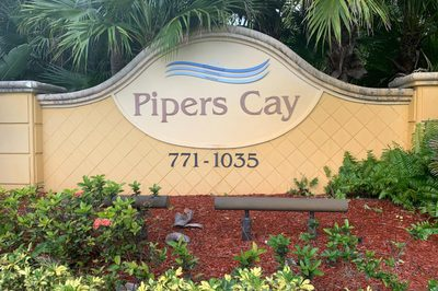 881 Pipers Cay Drive 1
