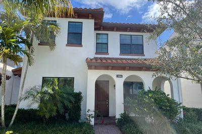 2086 Dickens Terrace 1