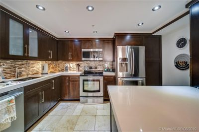 2625 Collins Ave #402 1