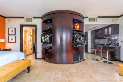 1437 Collins Ave #301 1