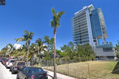 121 Collins Ave 1
