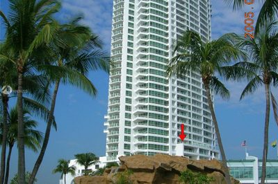 4401 Collins Ave #1605/07 1