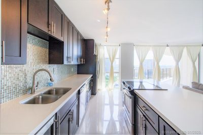 Newly remodeled, spacious kitchen