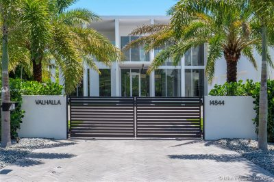 Great Room - Waterfront Estate, 14844 Palmwood Avenue, Palm Beach Gardens, Florida 33410