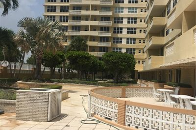 4747 Collins Ave #1406 1