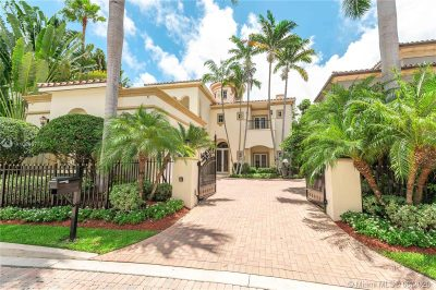 Grand driveway & private gate to your estate home!