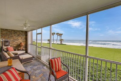 Direct access to the beach from your balcony !