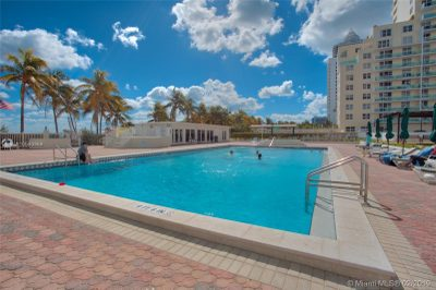 5005 Collins Ave #1402 1