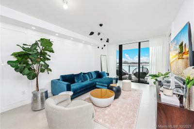 01 Living Room with View 650 NE 32nd St #2602 A11109220