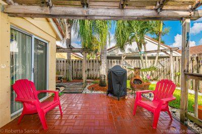 Backyard Patio Oasis