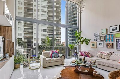 6000 Collins Ave #525 1