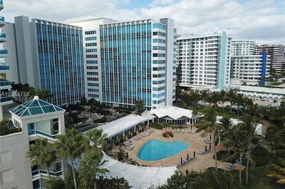 5055 Collins Ave #14A 1