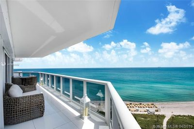 6301 Collins Ave #1702 1