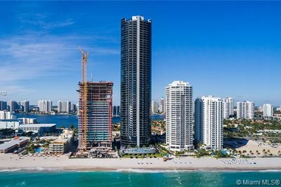 18555 Collins Ave #905 1