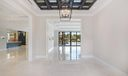 Foyer / Living