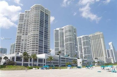 16485 Collins Ave #936 1