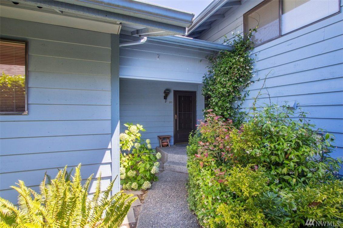 970 Blue Heron Ave NE Photo 1