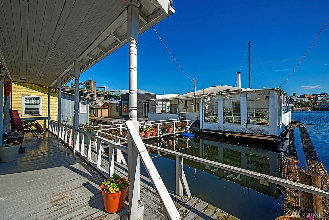 3240 Portage Bay Place E Photo 1