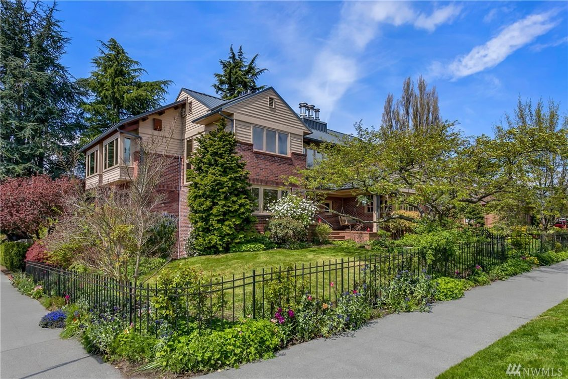 2601 40th Ave W Photo 2