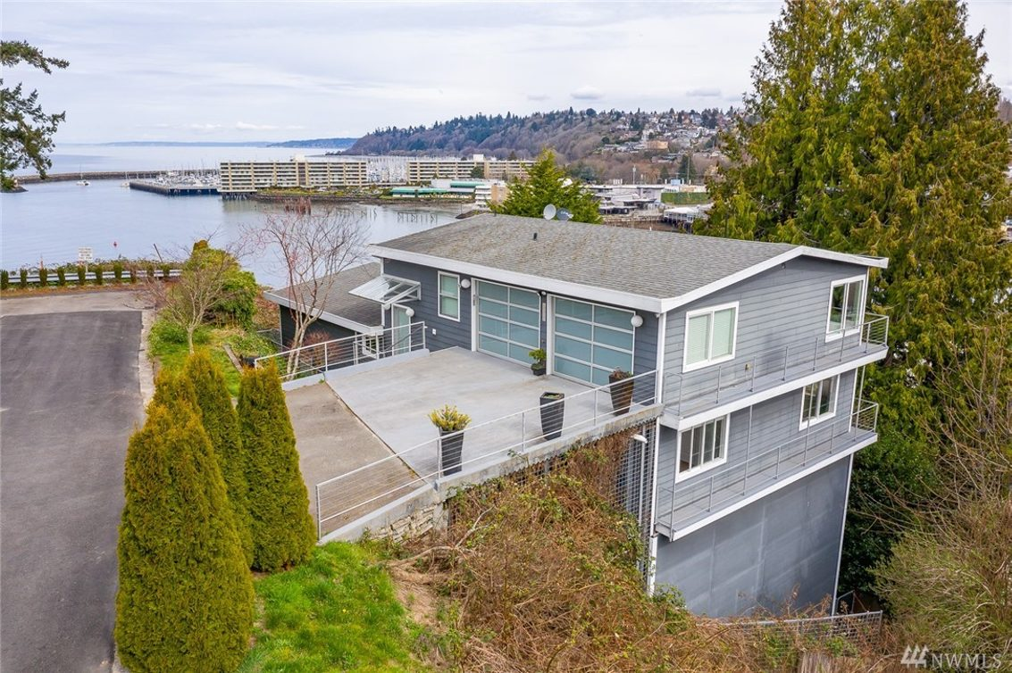 5656 42nd Ave W Photo 1
