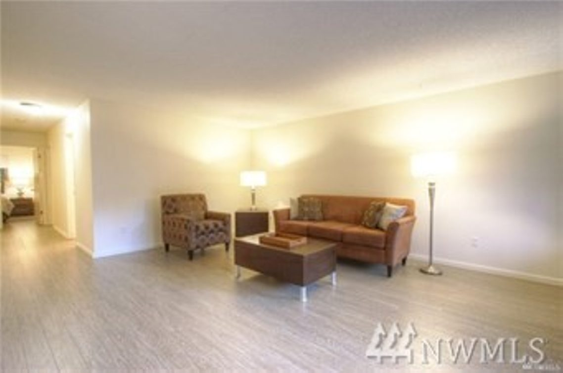 2501 Canterbury Lane E #117 Photo 7