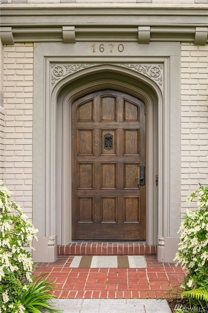1670 Broadmoor Dr E Photo 1