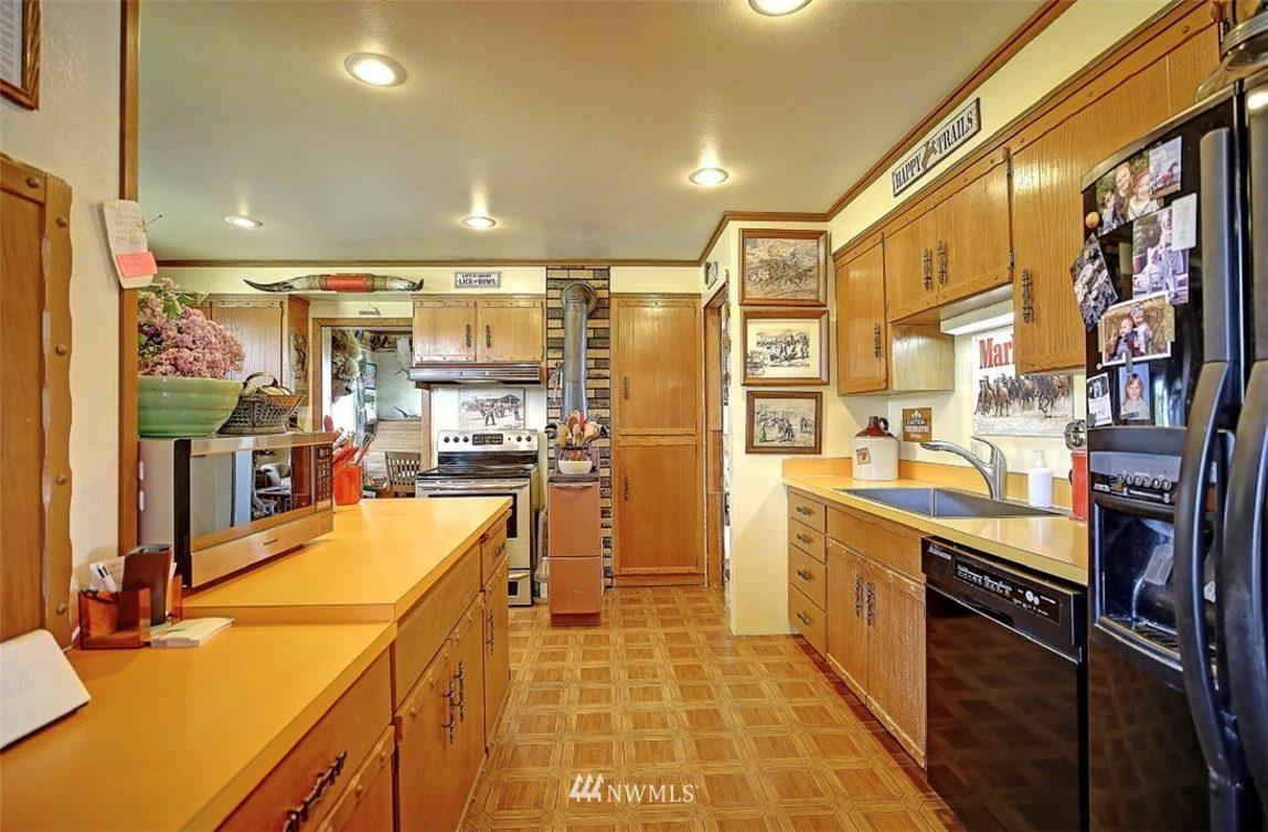 21729 50th Avenue NW Photo 32