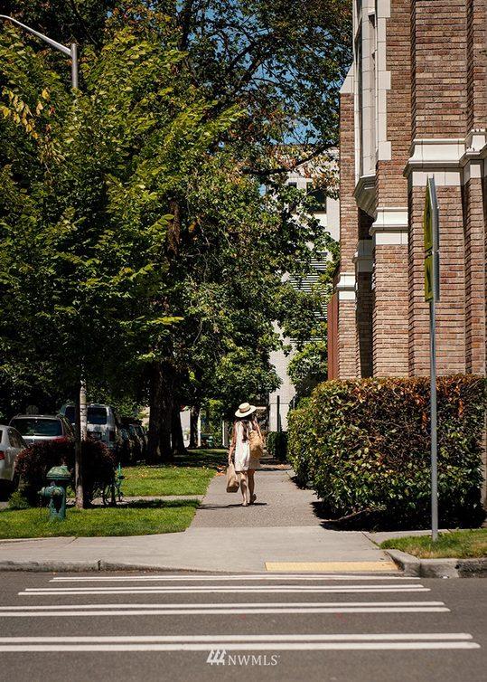 800 Columbia Street #610 Photo 23