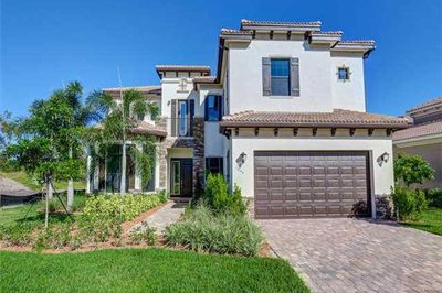 1055 NE Savannah Oaks Way 1